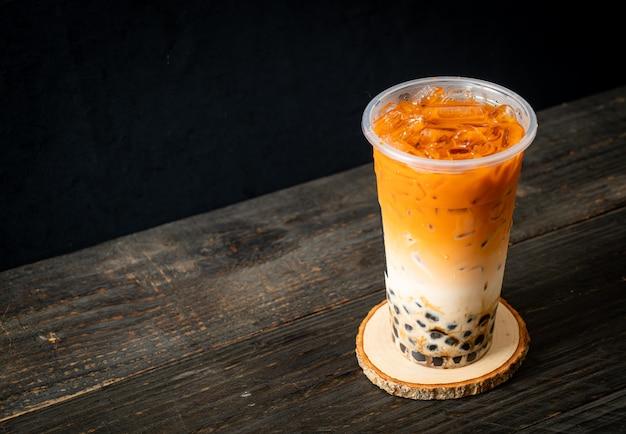 Tè al latte tailandese con zucchero di canna a bolle