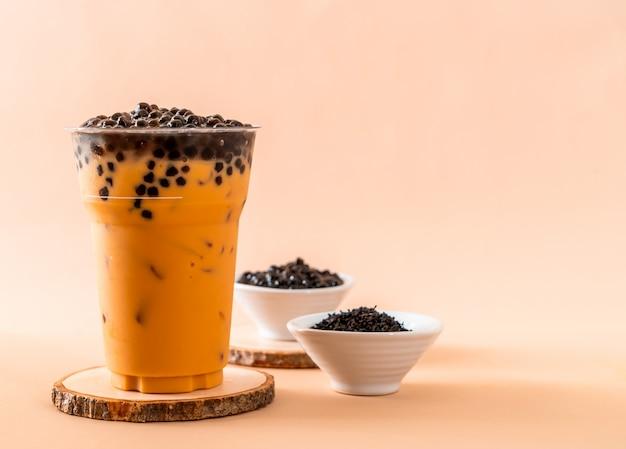 Tè al latte tailandese con bolle Foto Premium