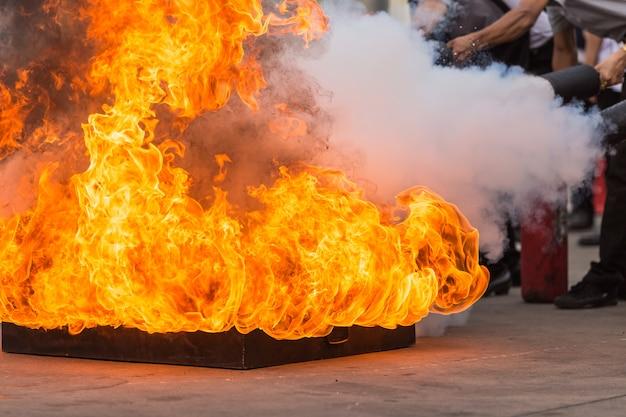 I thailandesi nel programma di addestramento degli estintori preventivi conflagrazione