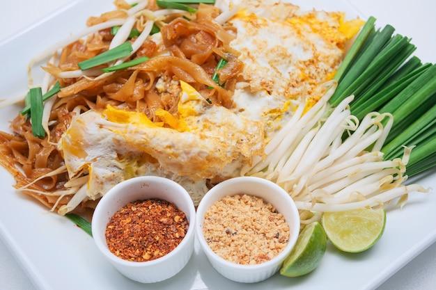 Tagliatelle tailandesi di stile, rilievo tailandese