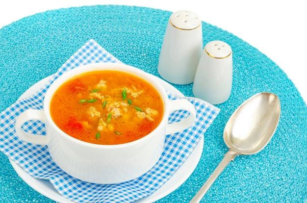 Zuppa densa di verdure fatta in casa con riso zucca e pomodori