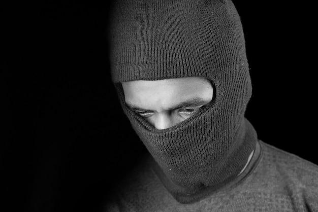 Ladro in una maschera da vicino,