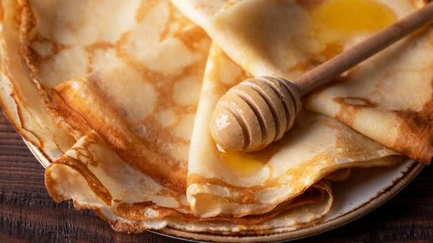 Frittelle sottili con miele
