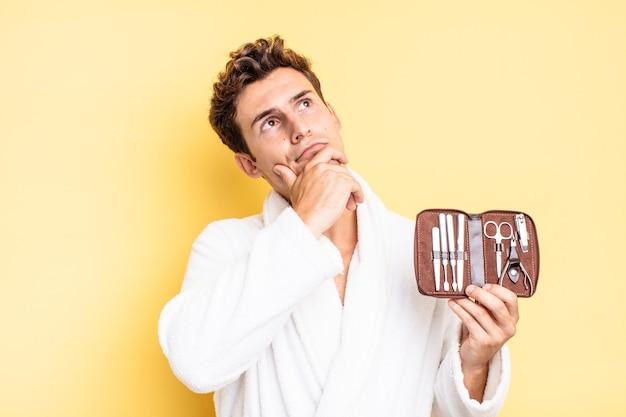 Pensare, sentirsi dubbioso e confuso, con diverse opzioni, chiedendosi quale decisione prendere. concetto di custodia per attrezzi per unghie