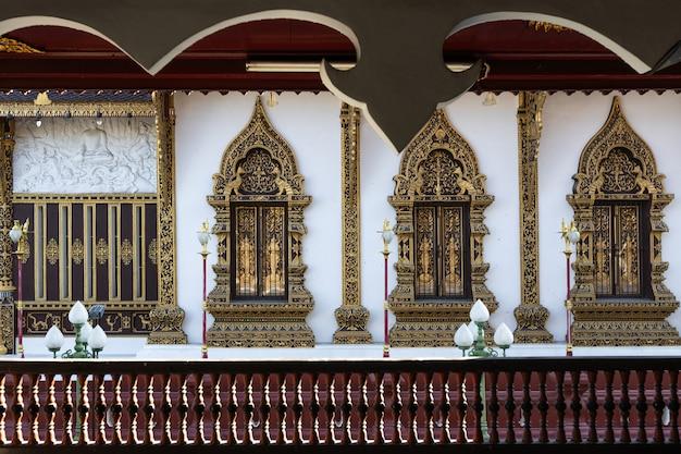 Questa è l'immagine di wat saen muang ma luang (wat hua khuang), tempio buddista a chiang mai, thailandia