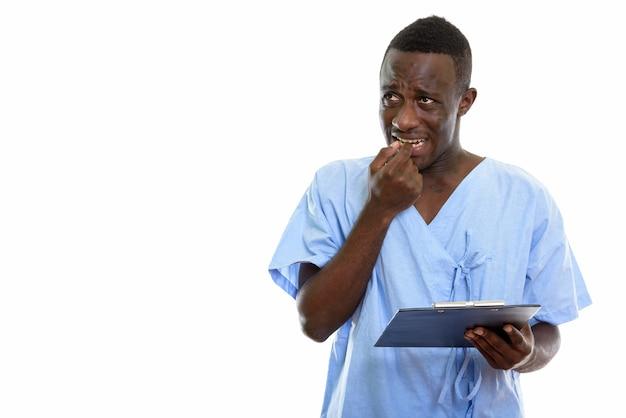 Appunti paziente della holding del paziente giovane uomo africano nero premuroso