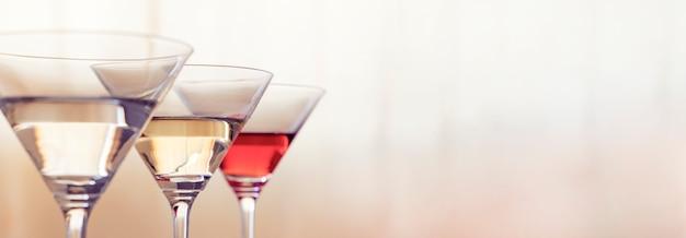 Tre bicchieri da cocktail
