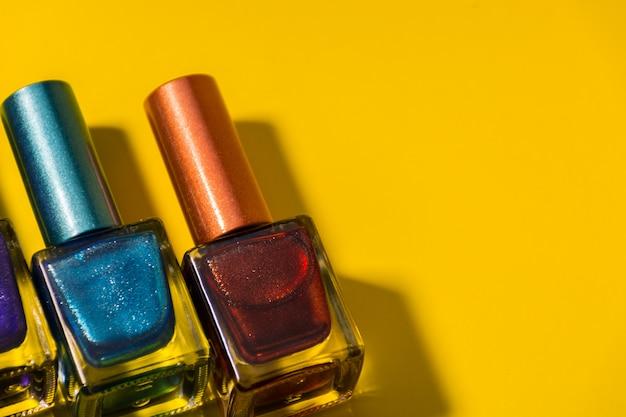 Tre diversi tipi di unghie dipinte