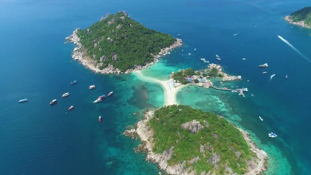 Tre isole collegate da un banco di sabbia luogo paradisiaco thailandia