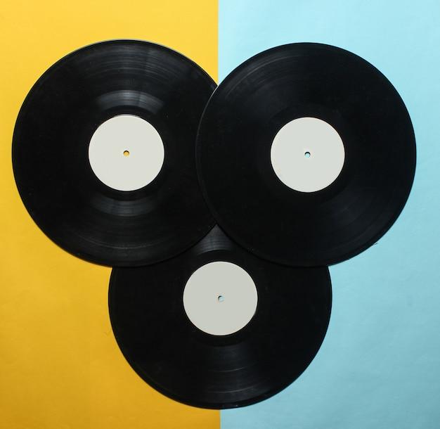Tre dischi in vinile retrò. vista dall'alto