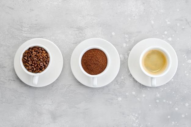 Tre stati del caffè: caffè in grani, caffè macinato e liquido