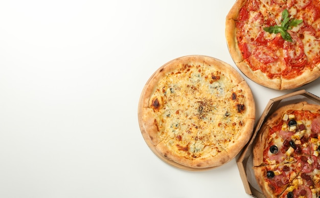 Tre gustose pizze con spazio per il testo