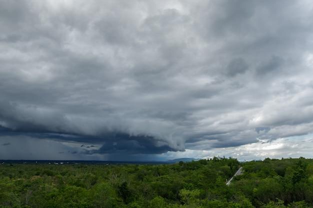 Thunder storm sky nuvole di pioggia
