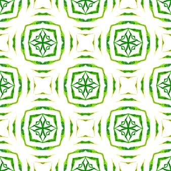 Priorità bassa dell'acquerello piastrellato. verde vero design estivo boho chic. bordo ad acquerello piastrellato dipinto a mano. stampa delicata pronta per tessuti, tessuto per costumi da bagno, carta da parati, avvolgimento.