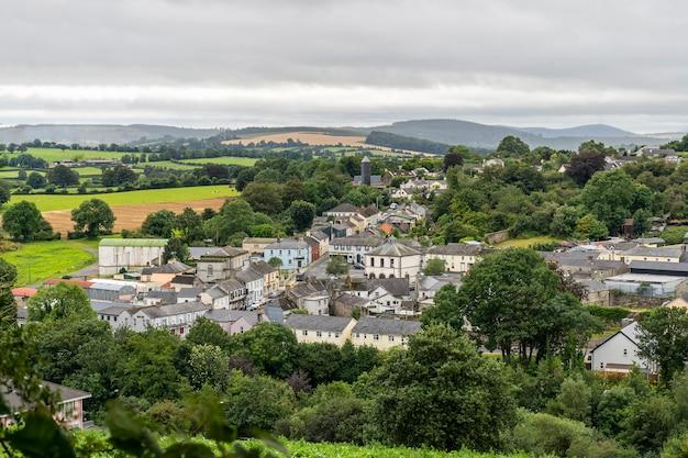 Viste minuscole della città dal modo wicklow.