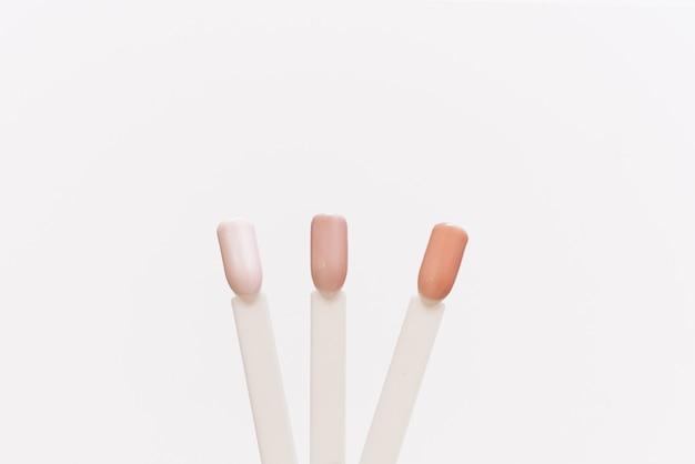 Suggerimenti per smalti pastello. esempi di palette di colori diversi per unghie