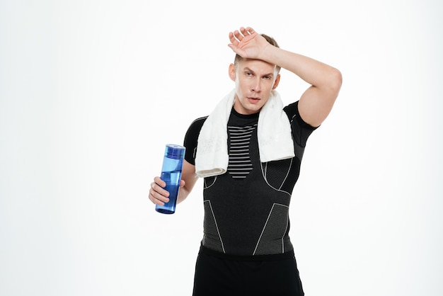 Acqua potabile sportivo forte stanco