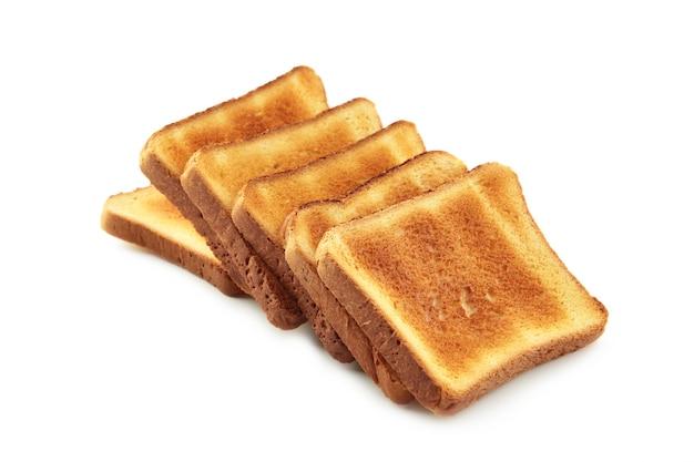 Pane tostato isolato sul bianco.
