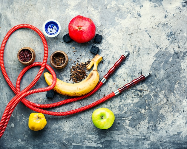 Shisha di tabacco sulla frutta