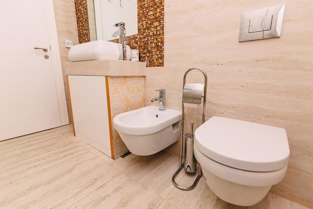 La toilette in bagno l'interno di un bagno in app