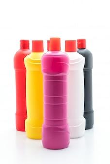 Bottiglia del pulitore della toilette su fondo bianco