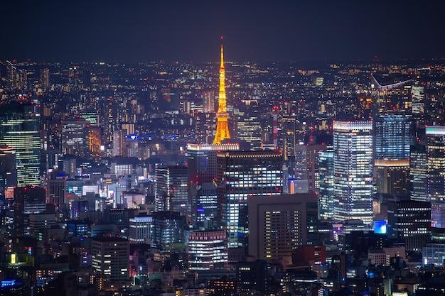 Skyline della città di tokyo di notte