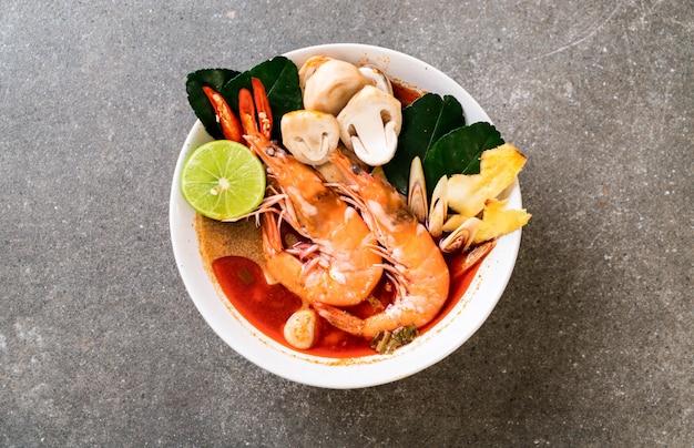 Tom yum goong zuppa piccante acida