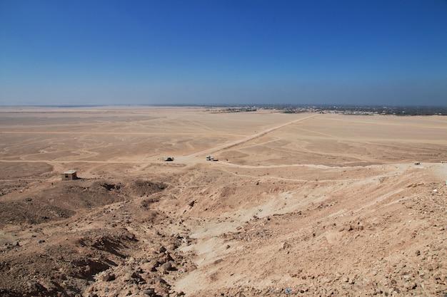 Tombe dei faraoni ad amarna sulle rive del nilo, in egitto