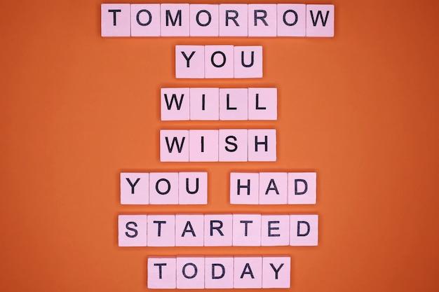 Domani vorrai aver iniziato oggi. citazione motivazionale