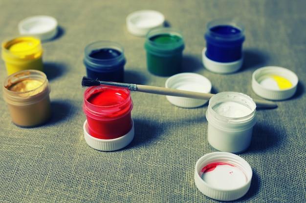 Set tonico di barattoli di vernice