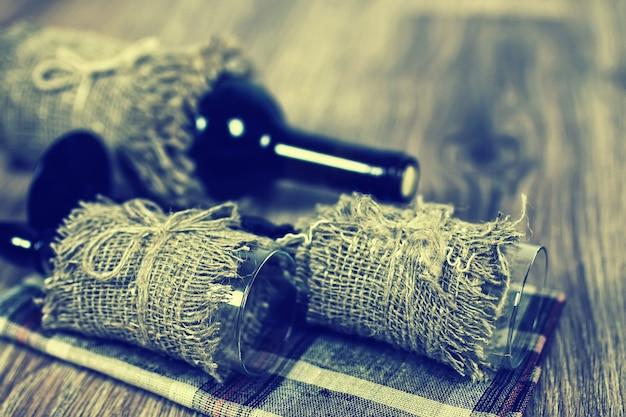 Legno di bicchiere di vino tonica