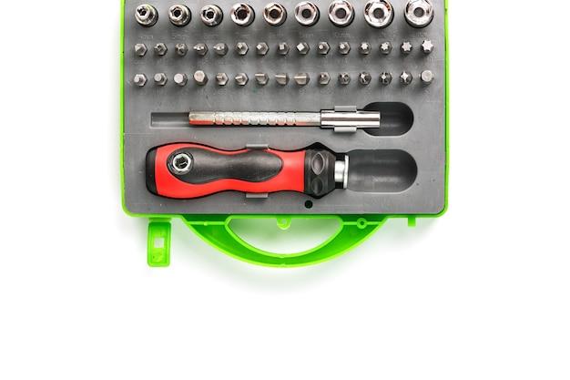 Cassetta portautensili con attacchi e punte di diverse forme e dimensioni