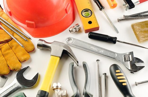 Strumento per costruire una casa e riparare un appartamento