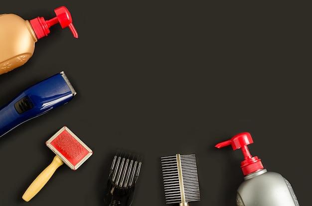 Strumenti e prodotti per la toelettatura, la pettinatura, il lavaggio degli animali da compagnia. laici piatta