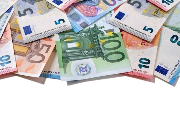 Banconote in euro con bordo superiore