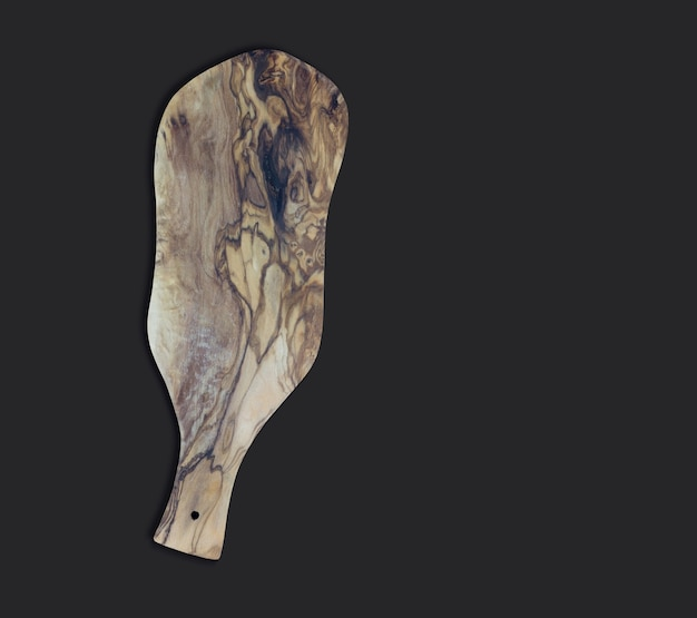 Vista dall'alto un tagliere in legno d'ulivo