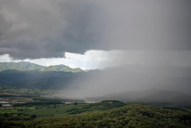 Vista dall'alto incredibile sfondo della natura sulla montagna thailandia