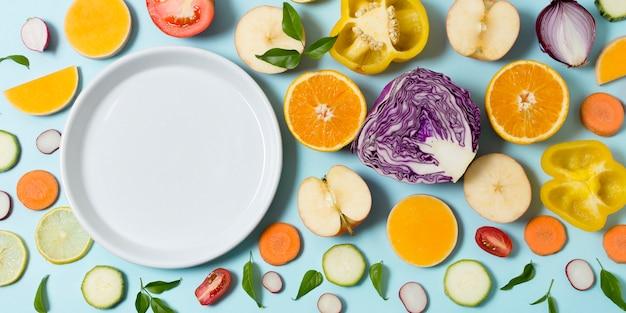 Vista dall'alto assortimento di frutta e verdura fresca
