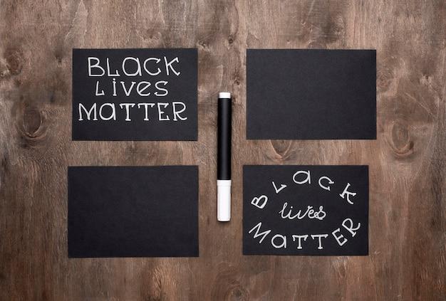Vista dall'alto delle carte di materia di vita nera con la penna