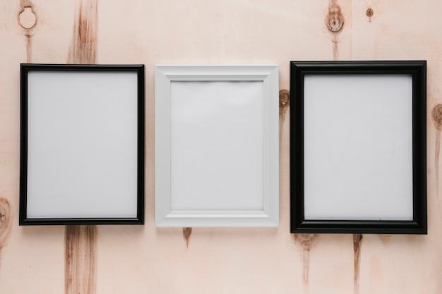 Cornici minimaliste vuote con vista dall'alto