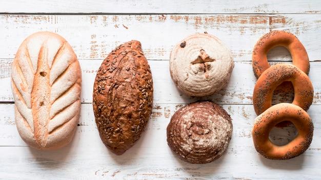 Assortimento di pane con vista dall'alto