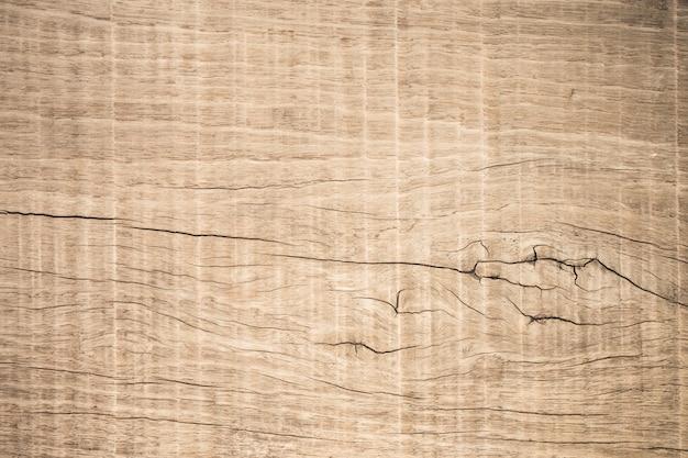 Pannellatura di legno marrone di vista superiore con la crepa, fondo di legno strutturato scuro di vecchio lerciume