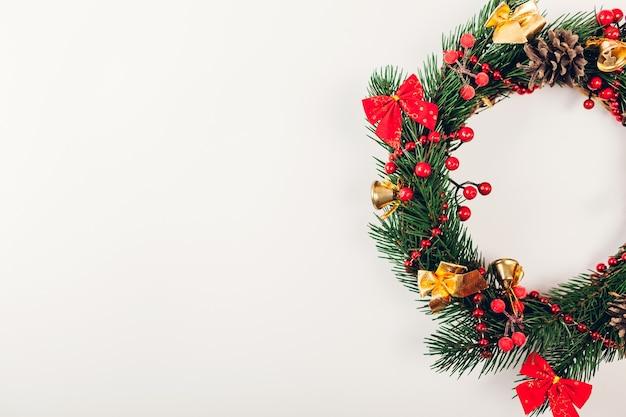 Vista dall'alto decorazioni natalizie sul tavolo