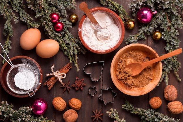 Vista dall'alto di ingredienti dolci natalizi