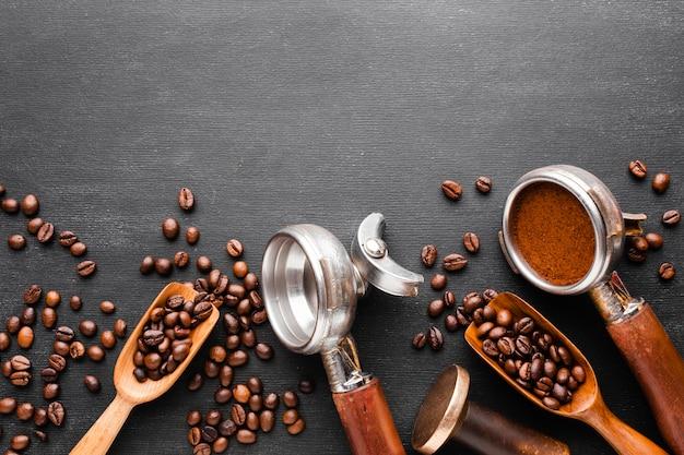 Vista dall'alto accessori per il caffè sul tavolo