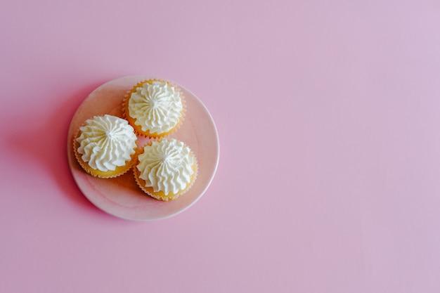 Vista dall'alto di deliziosi cupcakes