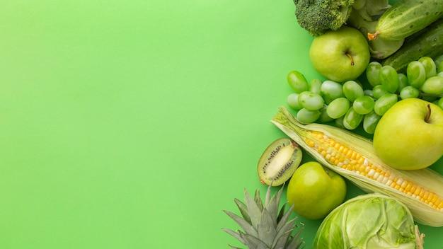 Vista dall'alto deliziosa frutta e verdura