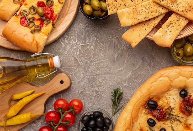 Vista dall'alto delizioso cibo italiano e copia spazio