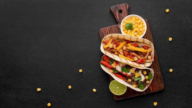 Vista dall'alto delizioso cibo messicano con spazio di copia