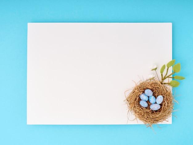 Vista dall'alto sulle uova nel concetto di nido